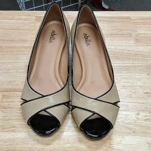 Abella Black & Cream Wedges Size 8
